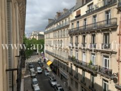 AVENUE DE FRIEDLAND - SUPERBE STUDIO EN ETAGE